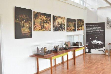 Wnętrze STUDIA - ekspozycja widoków i eksponatów dotyczących Powstania Warszawskiego