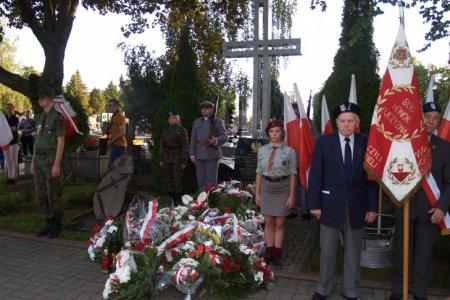Warta przy Pomniku Ofiar Terroru, na cmentarzu komunalnym