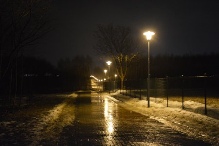 Uruchomiono oświetlenie w ciągu pieszo-rowerowym