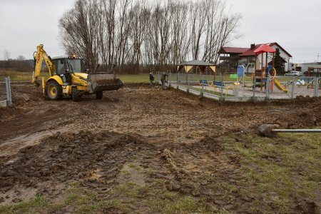 Budowa dojazdu do placu zabaw i ogrodzenia przy ul