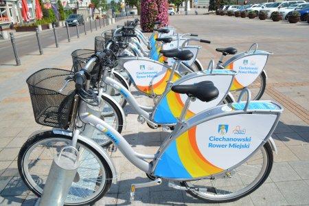 Stacja roweru miejskiego na placu Jana Pawła II.